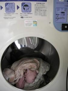羽毛布団を大型乾燥機へ