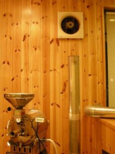焙煎機の煙突と換気扇