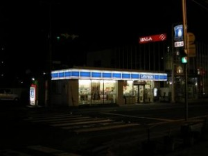 昭和町4の交差点角のローソン