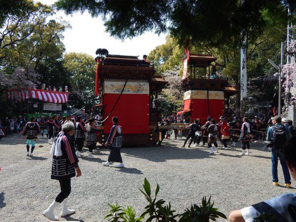 成石神社内1