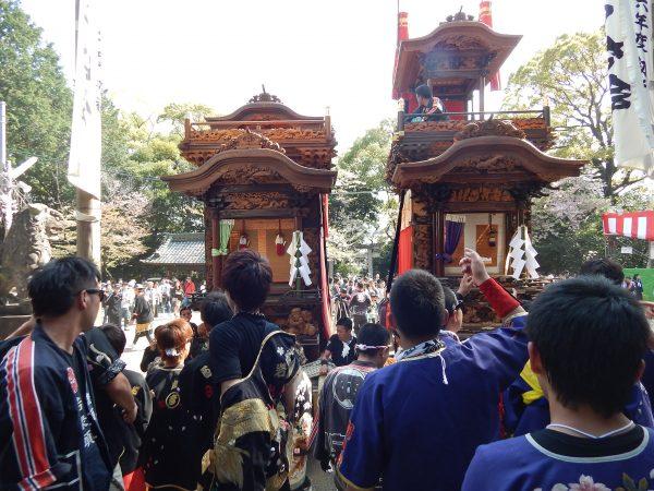 成石神社内2