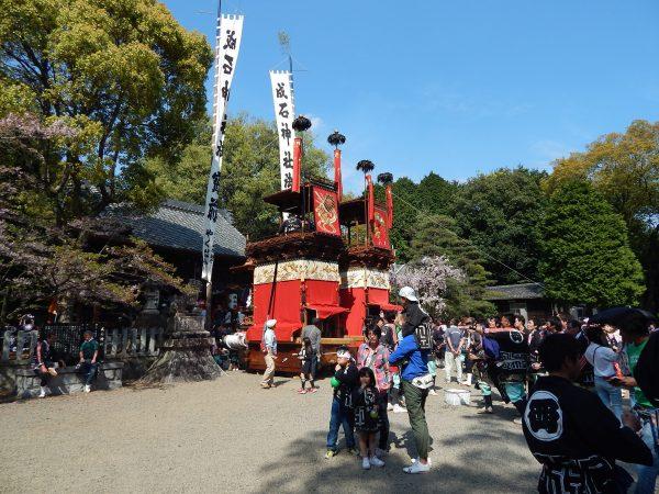 成石神社内3
