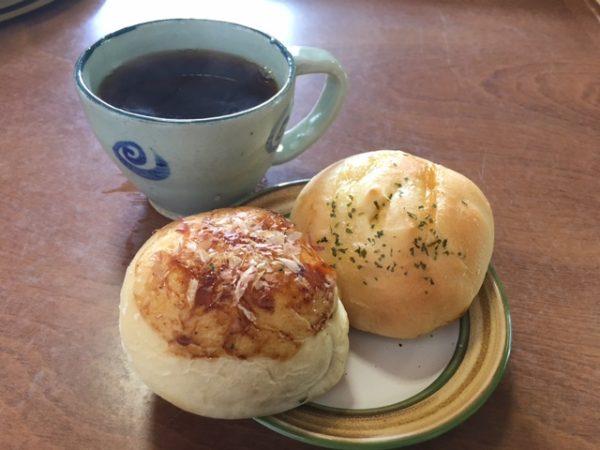 コーヒーと「なちゅ」さんの焼き立てパン