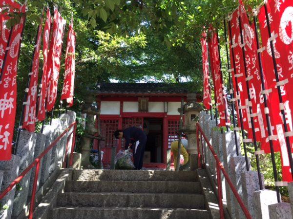 児宮春日神社の清掃1