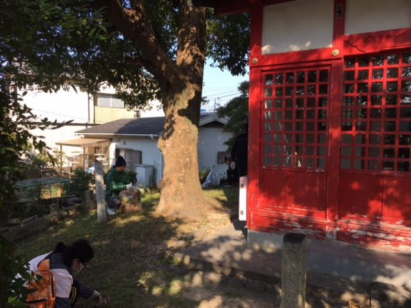 秋のはんだクリーン作戦 児宮春日神社の清掃活動2