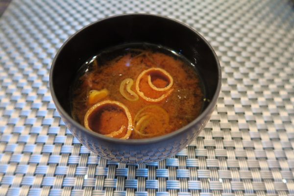 寿司ダイニング季鮮花 花ランチの赤出汁