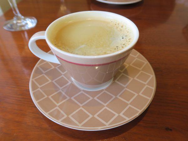 イタリアンキッチンBALMA サラダセットの紅茶