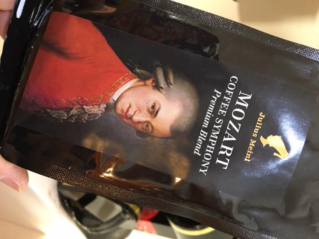 オーストリアウィーンで有名なモーツァルトコーヒー表側