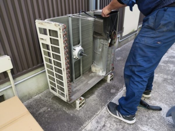ダイキン工業 天井カセット形エアコン ファンモーター&プロペラファンの交換_1