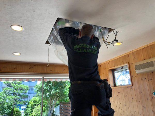 松谷クリーネスさん カセット型エアコンの掃除2