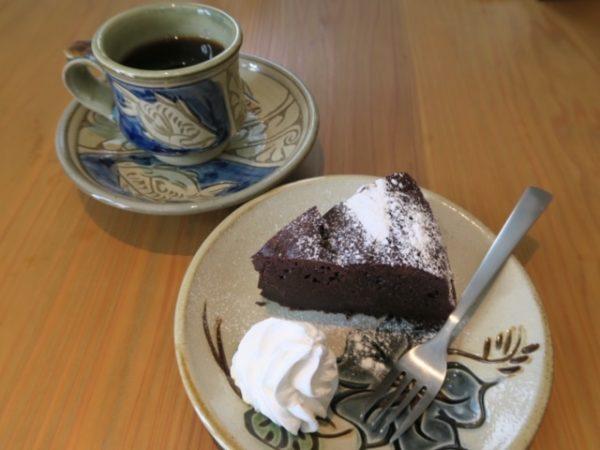武豊町 cafeあとからね エチオピアモカとガトーショコラ