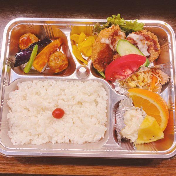 半田 一期屋 日替わり弁当(れんこんはさみフライ、肉団子と野菜の甘酢あんかけ、ポテトサラダ、ナムル、フルーツ)