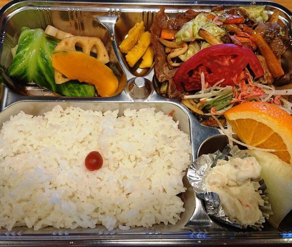 半田 一期屋 日替わり弁当(野菜たっぷり豚の生姜焼き、和風ロールキャベツ、焼きそば、ポテトサラダ、フルーツ)