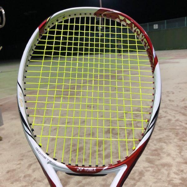 ヨネックスのテニスラケット Vコア100S