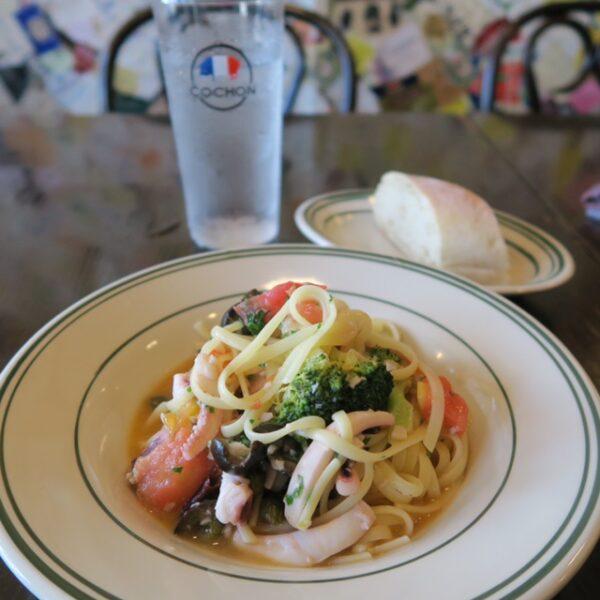 半田市青山 西洋食堂COCHON(コション) パスタランチ イカとトマトのオイルソースのパスタ